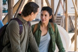Frank Dillane as Nick Clark, Danay Garcia as Luciana; group - Fear the Walking Dead _ Season 4, Episode 4 - Photo Credit: Richard Foreman, Jr/AMC